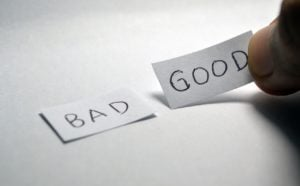 bad credit two pieces of paper one good one bad
