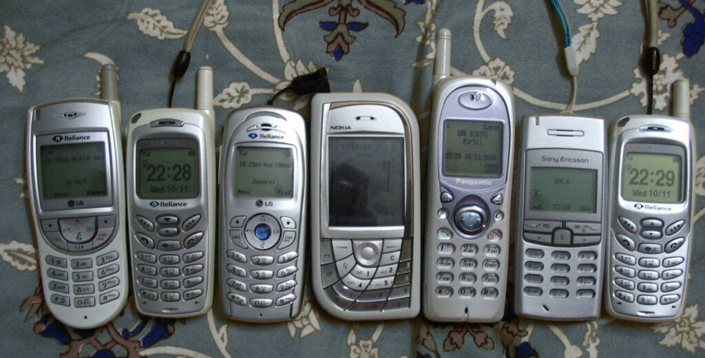 mobile phone contracts for bad credit lots of phones on table